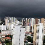 Inicio de quadra invernosa é com raios e trovoadas em Fortaleza