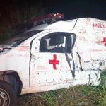 Ambulância colide com caminhão e deixa quatro feridos, em Pacajus