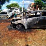 Veículos pegam fogo próximo a local de provas do concurso público de Juazeiro
