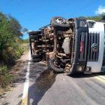 "Motorista tomba veiculo na chamada ""curva da morte"" em Assaré"