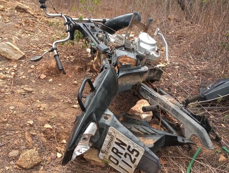 Policia Militar recupera carcaça de moto roubada em Acopiara