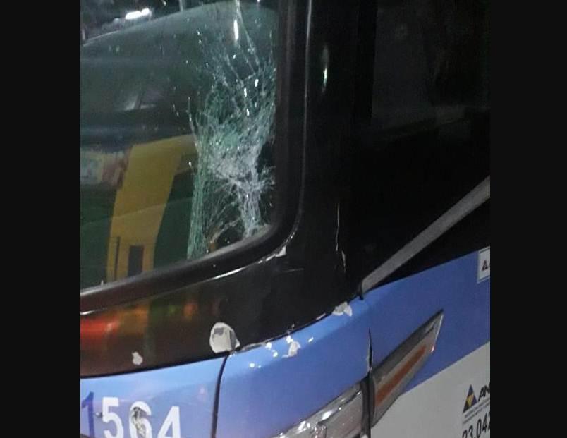Acidente de trânsito entre uma motocicleta e um ônibus da empresa Guanabara em Acopiara-CE